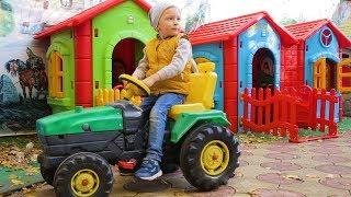 Весёлый Лёва на полицейской машине и на тракторе ловит воришку