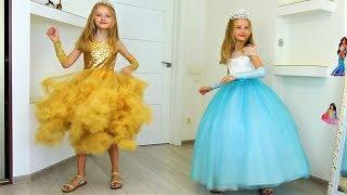 Polina y mamá como princesas y fiesta para amigos.
