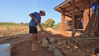 วิธีการเทคานบ้านดิน ตกแต่งด้วยหินธรรมชาติ  Mud house girder making.
