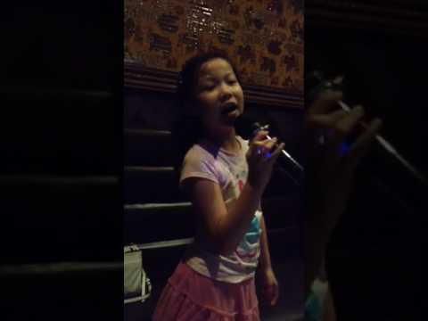 I'm yours (Jason Mraz) cover by Hillary 7years old