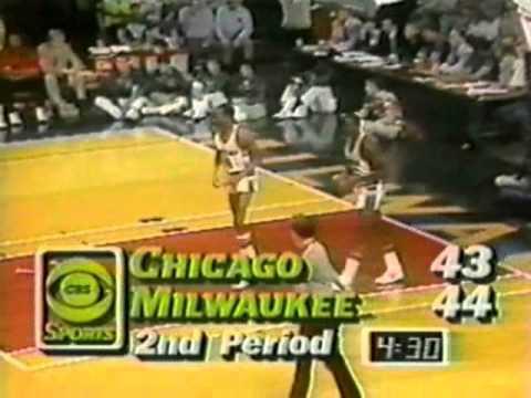 Michael Jordan (30pts/11asts) vs. Bucks (1985 Playoffs)