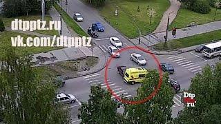 Скорая помощь и легковой автомобиль столкнулись у Калевалы(Петрозаводск, 4 августа 2015 года, 07-52. ДТП с участием легкового автомобиля и автомобиля Скорой медицинской..., 2015-08-04T09:28:56.000Z)