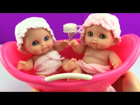 twin baby dolls bathtime lil 39 cutesies 39 babies bathtub w shower how. Black Bedroom Furniture Sets. Home Design Ideas