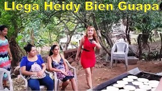Llega Heidy Bien Guapa La Muchacha - La Cena Navideña Parte 7