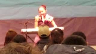 13yr old Daizha sings SELENA'S QUINTANILLA COMO LA FLOR beautifully for Spanish Heritage program
