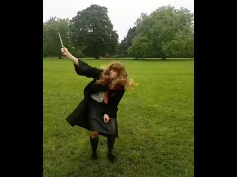 Hermione Granger Cosplay Expecto Patronum Dance (Remix) - HP
