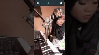 CEWEK CANTIK MAIN PIANO SUARA EMAS