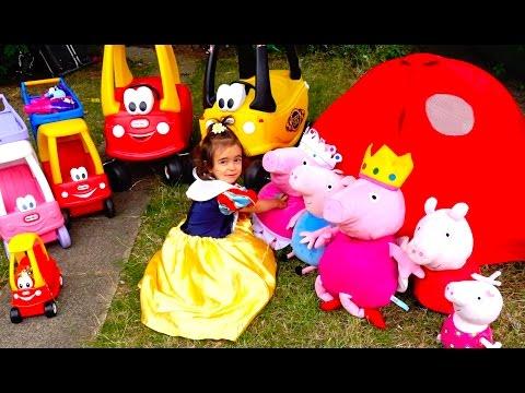 Snow White Feeding Peppa Pig Family / Cozy Coupe Cars