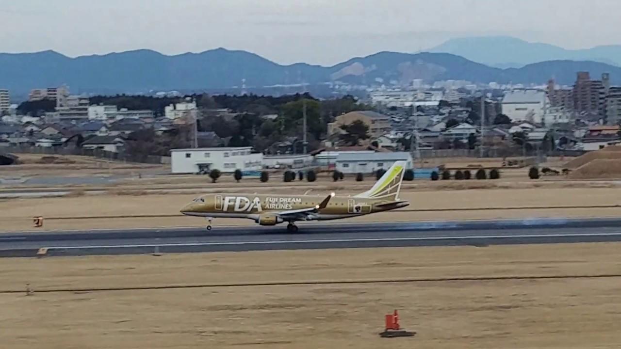 名古屋空港に著陸するFDA機 ゴールド JA09FJ FDA airplane which lands at Nagoya Airport 2018.1.7 - YouTube