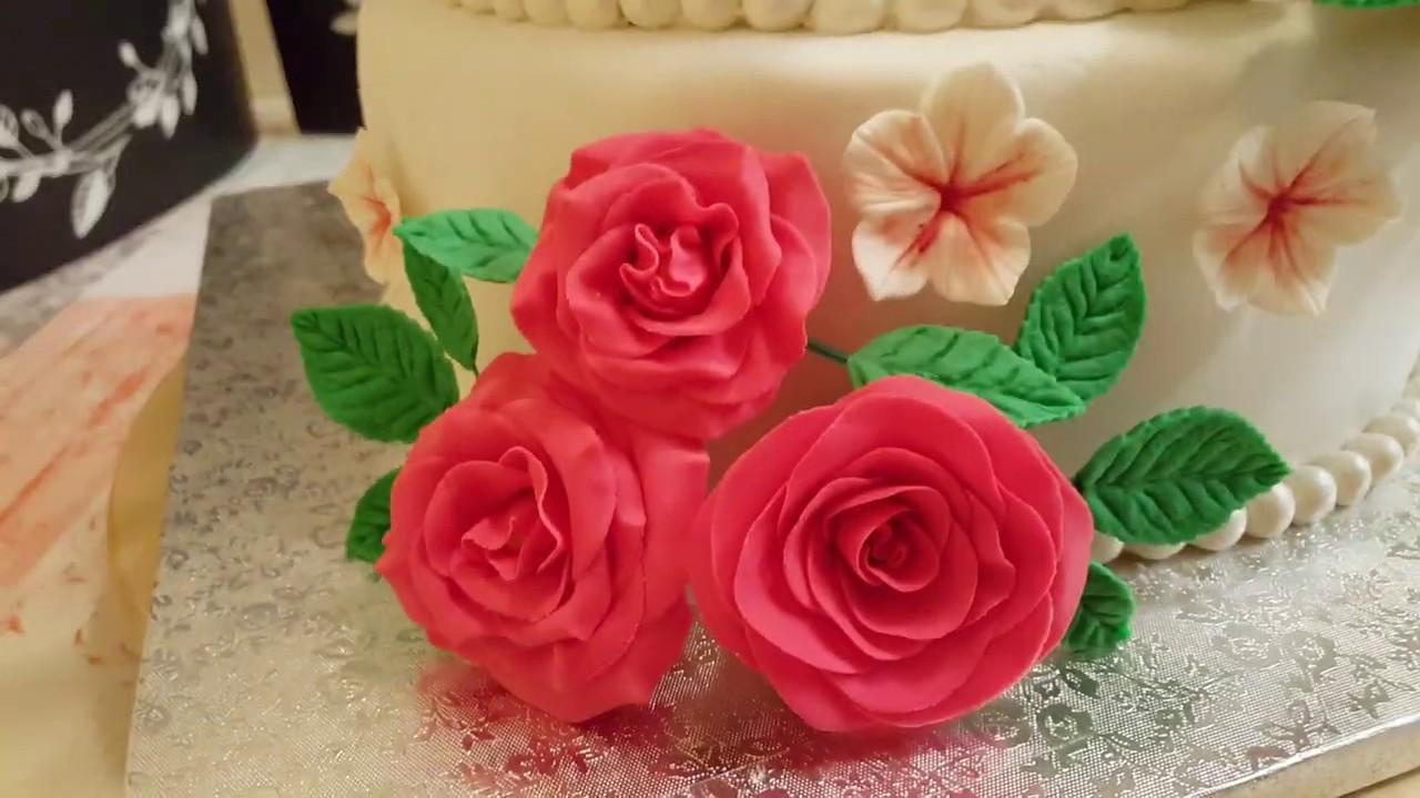 Свадебный торт. Нижний ярус - красный бархат, верхний ярус ...