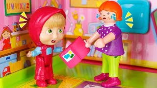 Masha y el Oso Juguetes en Español  Masha se enfada en la escuela  