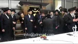 Rachamastrivka & Skulener Rebbe attending Bobov (45) Sheva Brochos 5771