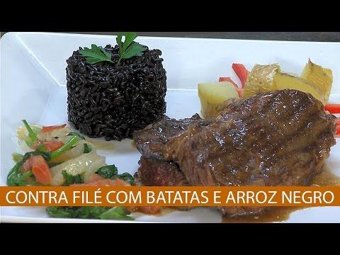 CONTRA FILÉ COM BATATAS E ARROZ NEGRO