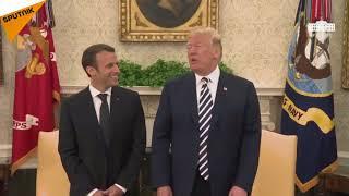 Quand Donald Trump  enlève  les pellicules d'Emmanuel Macron