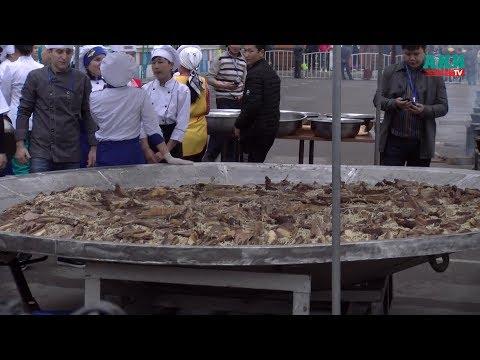 В Бишкеке приготовили  1,5 тонны бешбармака и 117 метров чучука для Книги рекордов Гиннеса