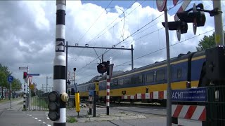 Spoorwegovergang Krommenie-Assendelft//Dutch Railroad Crossing