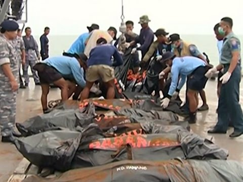 Raw: Search Teams Recover Bodies in Java Sea