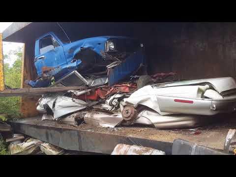 Car crusher crushing cars 34