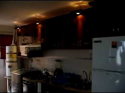 Amoblamiento cocina terminacion paraiso y luces dicroicas - Luces para cocinas ...