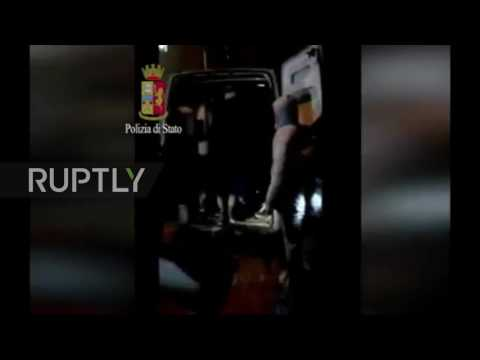 Italy: Police arrest 18 members of refugee trafficking group