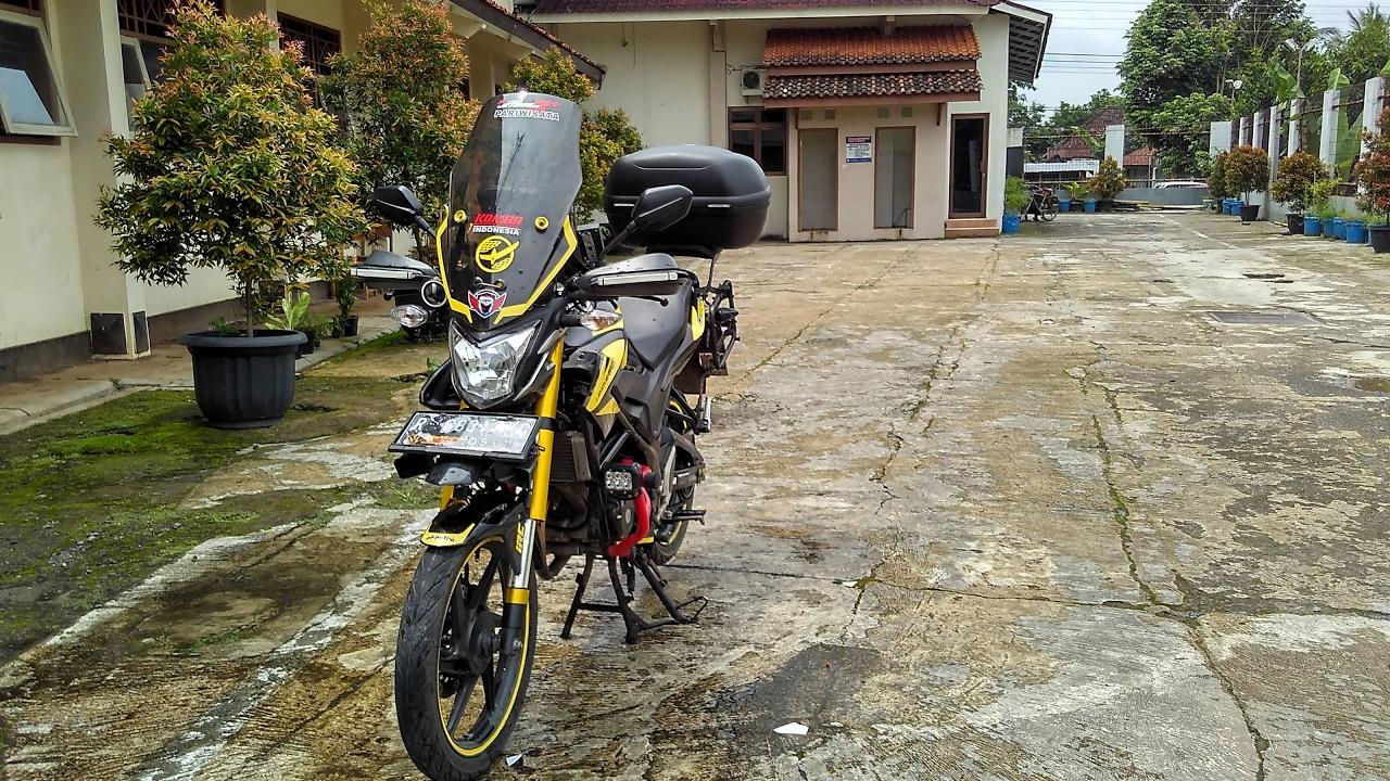 Modifikasi Motor Honda Old CB150R Adventure Touring Style