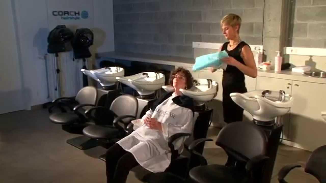 Dans un salon de coiffure 02  lespace lavage  Conseils et bonnes pratiques SHEQ  YouTube