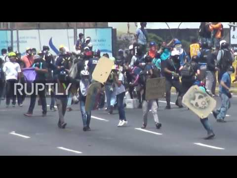 Venezuela: Clashes between anti-gov. protesters and police continue to erupt in capital