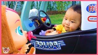 경찰 자동차 타고 국민이 소풍 가요! 아기 인형 리틀 타익스 장난감 놀이 Driving in My Car Song Nursery Rhyme for kids | MariAndKids