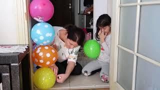 Мой Брат Дверь Шутка С Воздушными Шарами - Моя Сестра Дверь Шутка Весело Ребенок Видео