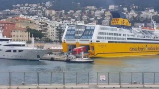 Carretas saindo do navio/     Côte d