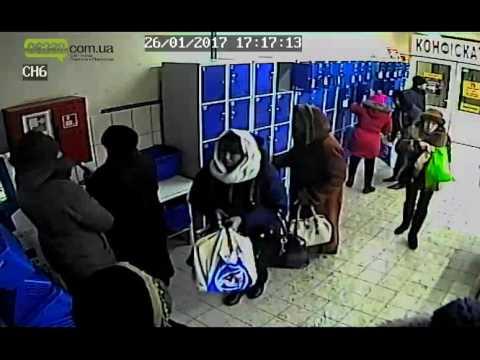 В супермаркете Покровска камера наблюдения зафиксировала кражу ноутбука