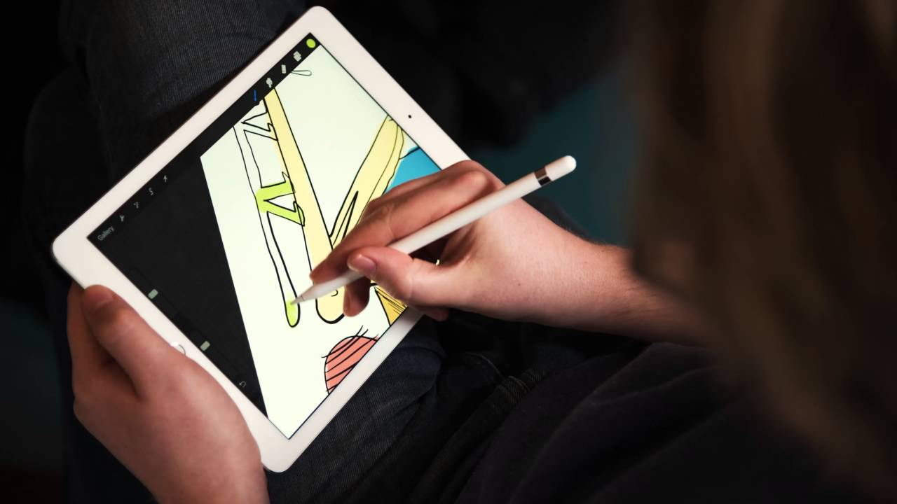 Bendik Kaltenborn tegner på iPad Pro
