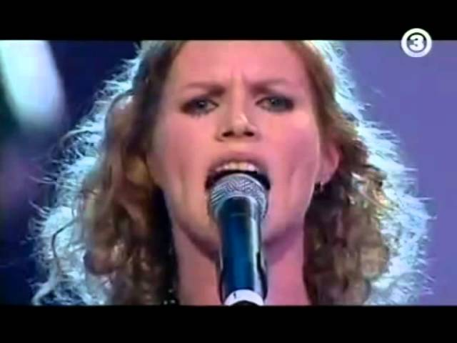 the-cardigans-i-need-some-fine-wine-and-you-you-need-to-be-nicer-live-concert-for-a-decade-2006-the-