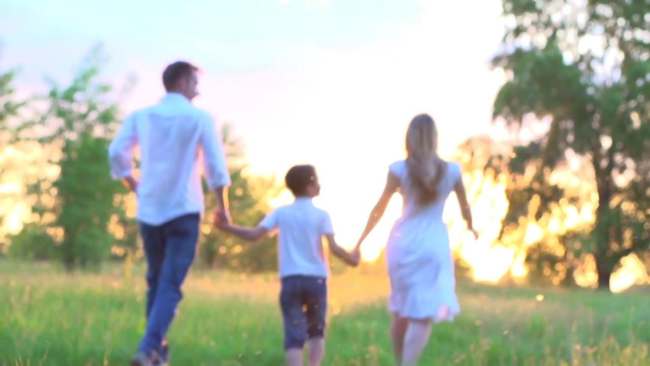 Stock Video familia feliz correndo YouTube