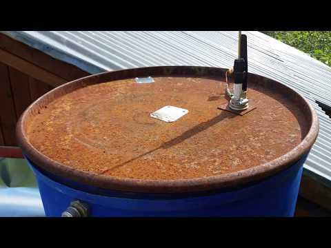 Контроль уровня воды в бочке для кухни на даче.