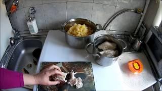 салат из ананасов с луком, чесноком и курицей