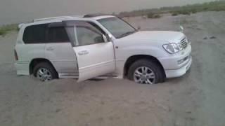 LAND CRUISER CYGNUS STUCK IN DESERT