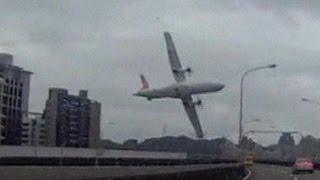 بالفيديو: لحظة سقوط الطائرة التايوانية