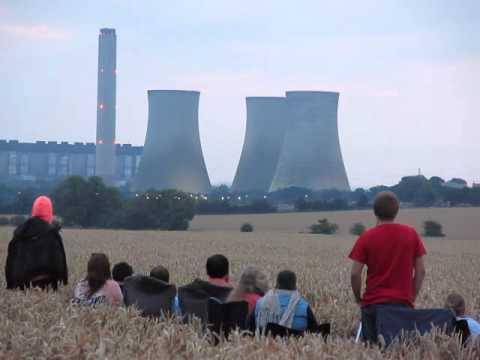 Demolición de una central eléctrica deja sin luz a toda una ciudad
