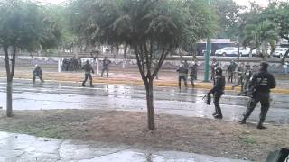 Militares contra los estudiantes 12F Barquisimeto 2/2