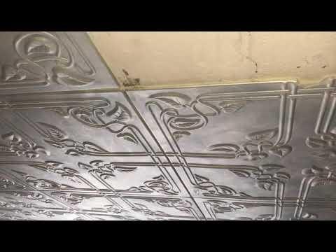 Как снять потолочную плитку из пенопласта с потолка видео