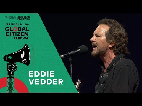 "Eddie Vedder Performs ""Porch"" 