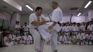 2010年3月7日におこなわれた総本部審査での塚本徳臣の昇段10人組手の前...