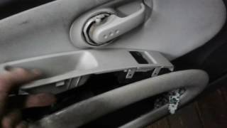 разборка обшивки  водительской двери на Nissan Micra