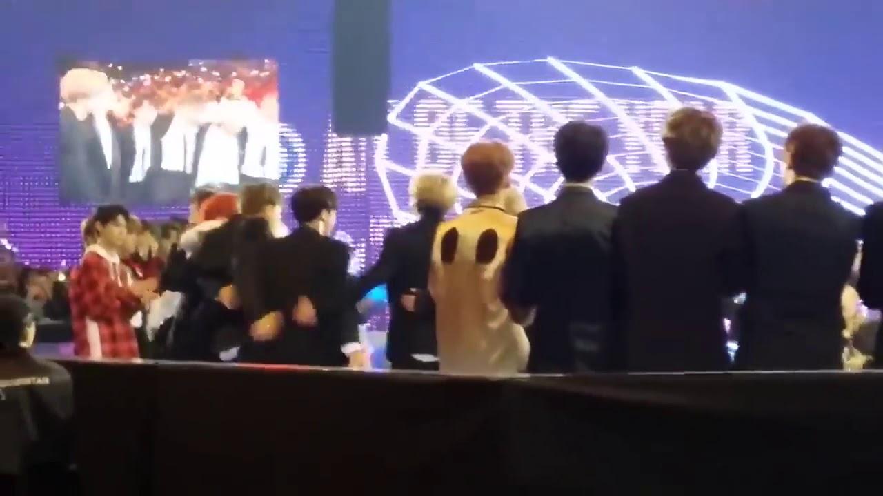 Phản ứng của các fan khi BTS nhận giải nghệ sĩ của năm tại mama 2017