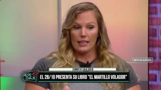 """Jennifer Dahlgren prensentó su libro """"EL MARTILLO VOLADOR"""" en Repechaje"""