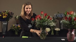 How to Arrange a Dozen Roses in a Vase