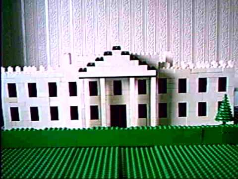 lego model of back of The Whitehouse,