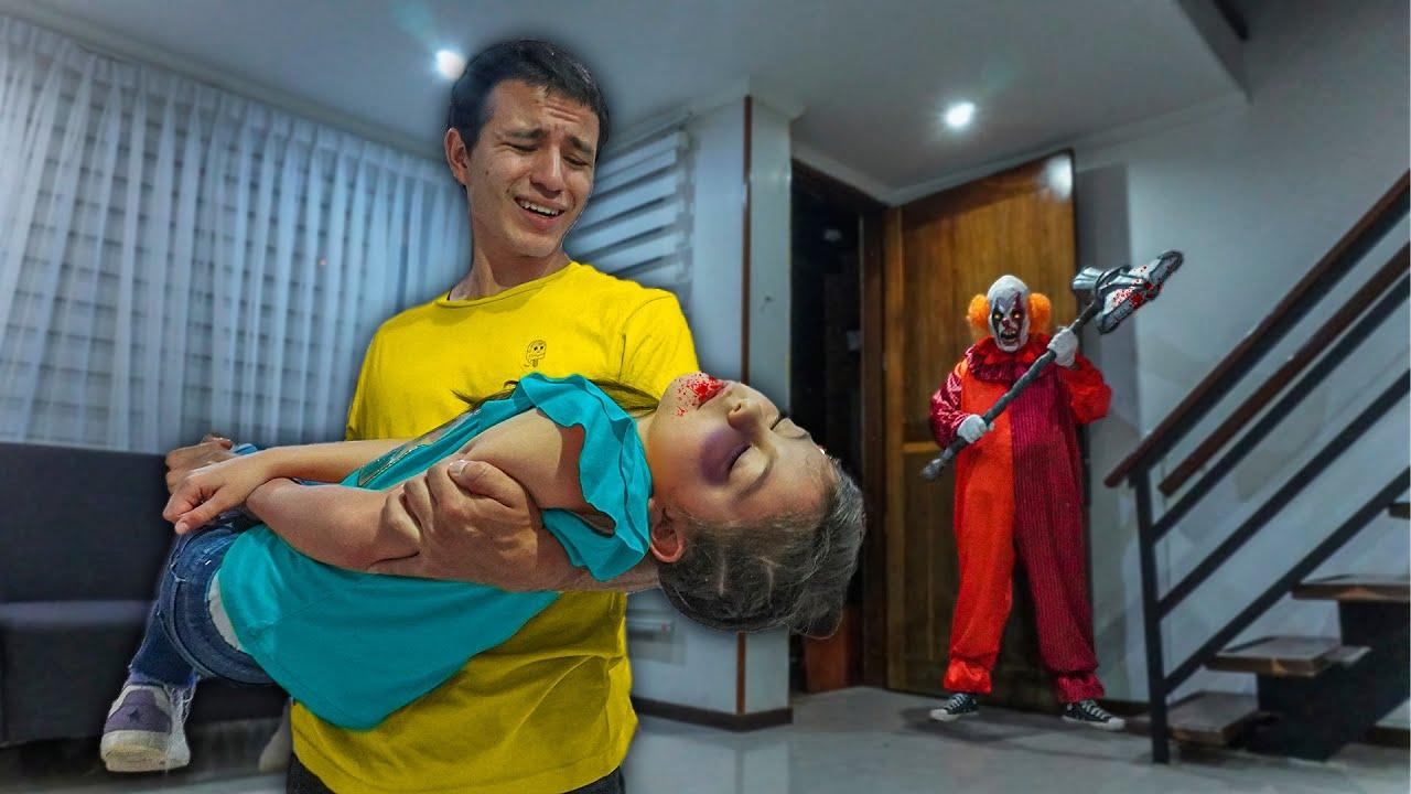 Download ¡EL HERMANO MALVADO DEL PAYASO ASESINO  ATACA LA NIÑA *¡Esta inconsciente!