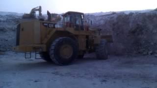 Фронтальный погрузчик CAT988H | скальный ковш 6,4 куба погрузка руды